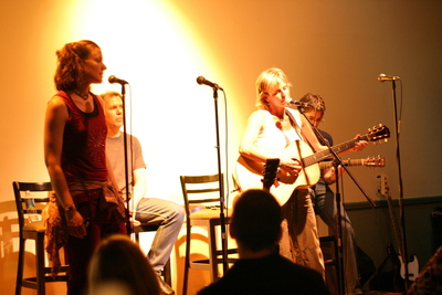 antje sings with lizanne knott at the steel city coffeehouse