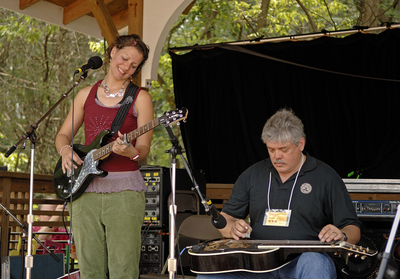 Antje and Loyd Maines philly folk fest  credit robert corwin
